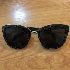 NWOT Steve Madden sunglasses 😎